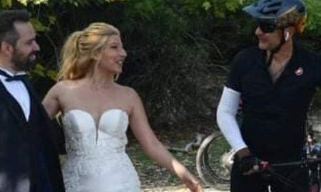 O ποδηλάτης Κυριάκος Μητσοτάκης εισβάλλει τυχαία σε γαμήλια φωτογράφιση