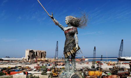 Νεαρή καλλιτέχνης στο Λίβανο: Εντυπωσιακό γλυπτό από τα συντρίμμια της έκρηξης στη Βηρυτό (βίντεο)