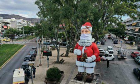Χριστούγεννα: Άγιος Βασίλης με ύψος 10 μέτρα και μάσκα στον Δήμο Γλυφάδας