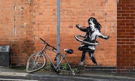 Banksy: Ποιος έκλεψε το ποδήλατο από το έργο του «Το κορίτσι με το χούλα χουπ»