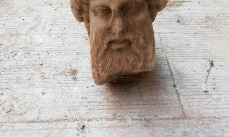 ημαντικό εύρημα σε εκσκαφές: Αποκαλύφθηκε αρχαία κεφαλή σε εργασίες του Δήμου Αθηνών