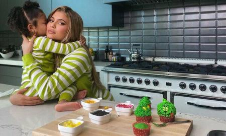 Kylie Jenner και Stormi μαγειρεύουν και γίνονται viral (VID)