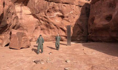 ΗΠΑ: Μυστήριος μεταλλικός μονόλιθος βρέθηκε στην έρημο