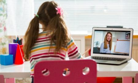 Τηλεκπαίδευση και σε Δημοτικά-Νηπιαγωγεία: Από Τετάρτη νέο, μεσημεριανό σχολικό πρόγραμμα