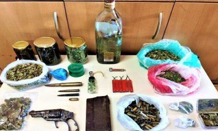 Συλλήψεις για ναρκωτικά στο Ρέθυμνο: Χασίς με τσικουδιά βρήκαν οι αστυνομικοί!