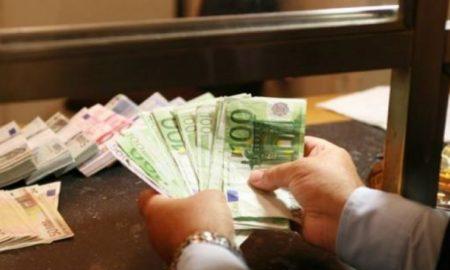 Πανδημία: Η εργασιακή ανασφάλεια αύξησε τις τραπεζικές καταθέσεις