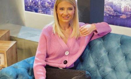 Φαίη Σκορδά: Το υπέροχο πουλόβερ της συνδυάζεται με πολλά ρούχα