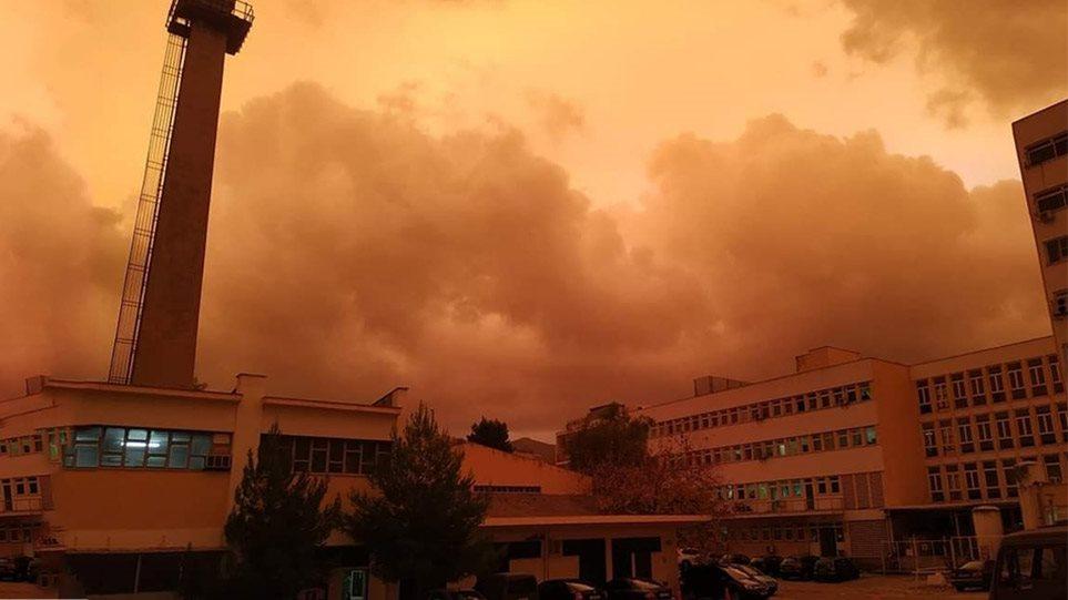Viral ο σημερινός κόκκινος ουρανός της Αθήνας