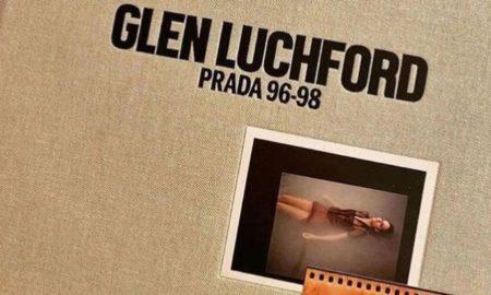 Tο φωτογραφικό λεύκωμα «PRADA 96-98»: Η μόδα στις σελίδες ενός βιβλίου