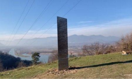 Μετά από τη Γιούτα ο μεταλλικός μονόλιθος βρέθηκε στη Ρουμανία