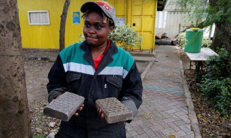 Κένυα: Νέα τεχνολογία μετατρέπει πλαστικά σκουπίδια σε τούβλα