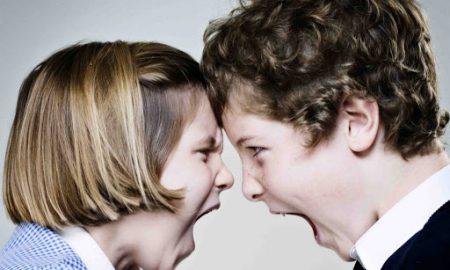 Αδέρφια: Πώς μπορούν οι γονείς να διαχειριστούν τους καβγάδες;