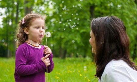 Συμπεριφορά: Διδάξτε το παιδί σας την ευγένεια με βάση το αναπτυξιακό του στάδιο