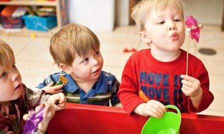 Παιδιά: Πώς θα τα ενθαρρύνετε να αναπτύξουν τις κοινωνικές τους δεξιότητες