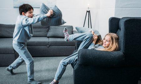 Αδερφικοί τσακωμοί: Μπορείτε να τους διαχειριστείτε αν εφαρμόσετε τις παρακάτω συμβουλές