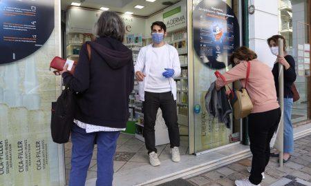 Εμβολιασμός με AstraZeneca: Οι πολίτες αλλάζουν τα ραντεβού τους στα φαρμακεία για να το αποφύγουν