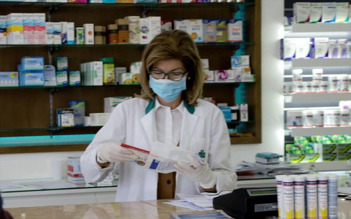 Φαρμακοποιός καταγγέλλει: «Μας έδωσαν rapid test και όχι self test»
