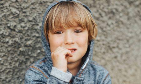 Ονυχοφαγία: Γιατί το παιδί σας τρώει τα νύχια του;