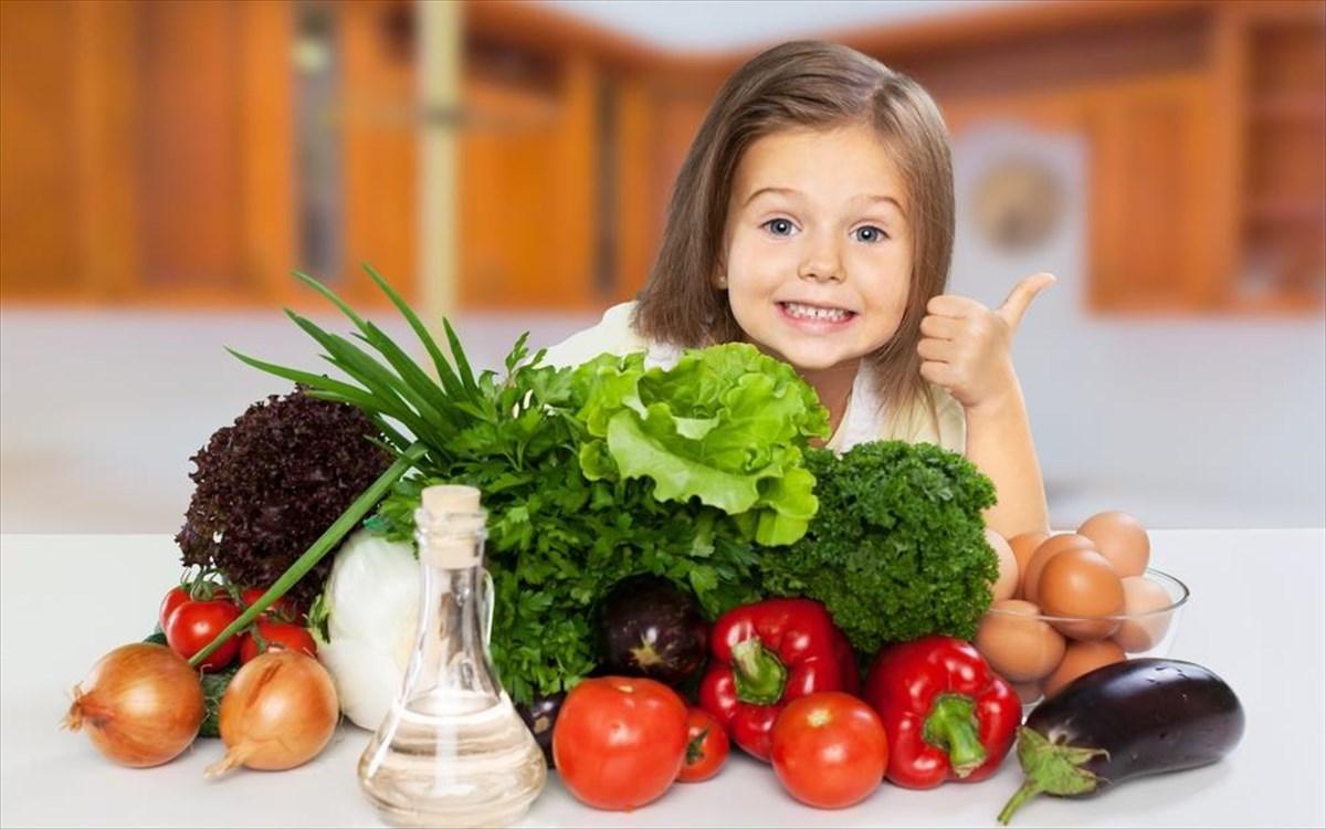 Παιδί: Πώς θα το βοηθήσετε να υιοθετήσει υγιεινές διατροφικές συνήθειες
