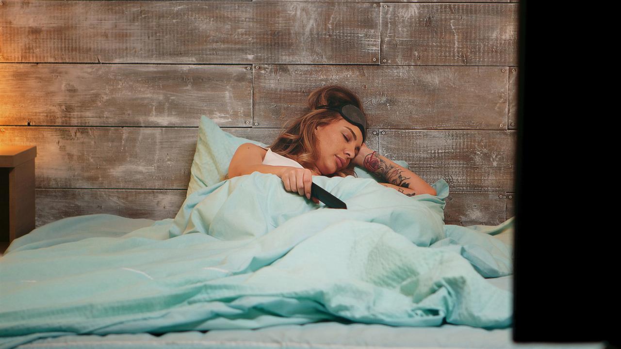 Ύπνος: Γιατί δεν είναι καλό να κοιμάστε με ανοιχτή τηλεόραση
